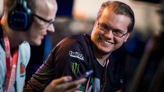 Armada sonríe durante un torneo de Smash Melee