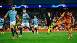 Disparo de Fekir para el segundo gol del Olympique de Lyon