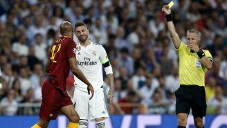 Sergio Ramos recibe la tarjeta amarilla en el duelo vs la Roma