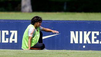 Diego Lainez se lamenta durante un entrenamiento con América