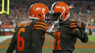 Baker Mayfield y Rashard Higgins celebran anotación de los Browns