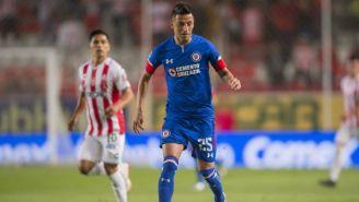 Roberto Alvarado durante el juego entre Necaxa y Cruz Azul