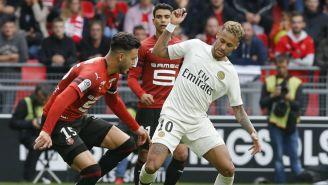 Neymar disputa un balón en el Rennes vs PSG