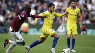 Eden Hazard intenta quitarse la marca de Arthur Masuaku