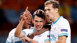 Lozano celebra un gol con sus compañeros del PSV