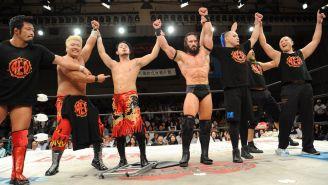 Neville (centro) festeja el triunfo con R.E.D