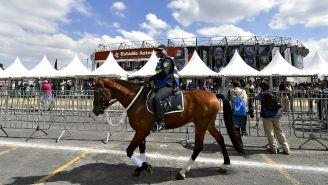 Elemento de seguridad resguarda el Estadio Azteca