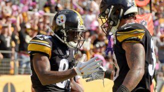 Jugadores de Steelers festejan una anotación