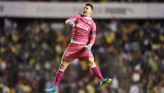 Tiago Volpi festeja un gol del Querétaro