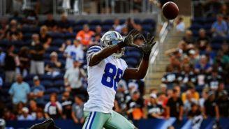 Dez Bryant atrapando un balón durante un juego de los Cowboys