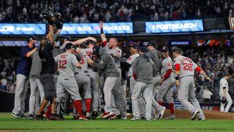 Jugadores de Boston celebran el triunfo frente a los Yankees