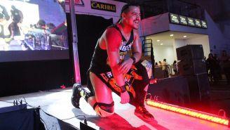 Garza Jr. hace su entrada al ring