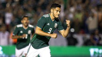 Raúl Jiménez celebra gol la Selección Mexicana