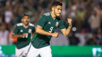 Raúl Jiménez celebra su gol contra Costa Rica