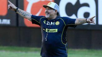 Maradona alienta a sus jugadores en una sesión con Dorados