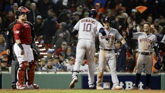 Los Astros de Houston festejan una carrera