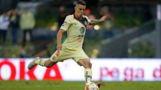 Mateus Uribe cobra un penalti en el Clásico Nacional