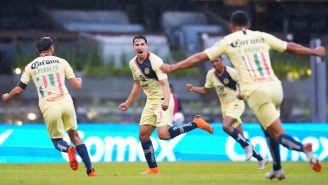Jorge Sánchez celebra un gol con América