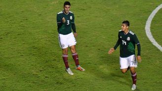 Victor Guzman y Ángel Zaldívar festejan gol con la Selección