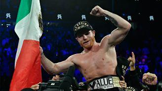 Saúl Álvarez celebra tras la pelea contra GGG