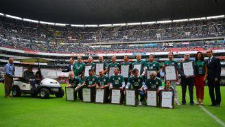 Exjugadores del Tri que participaron en los JO México 68, reciben un reconocimiento