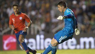 Hugo Realiza un despeje en juego de México