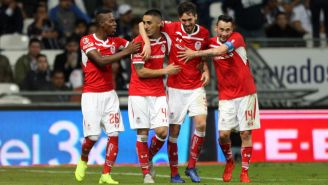 Jugadores de Toluca celebran su gol frente a Rayados