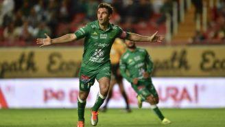 Mauro Boselli festeja su gol contra Necaxa