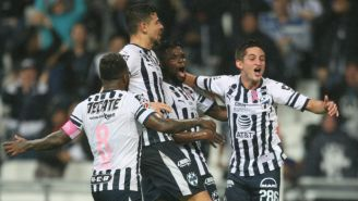 Jugadores de Rayados celebran gol contra Toluca