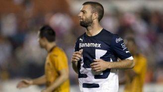 Emmanuel Villa cuando jugaba con los Pumas