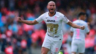 Carlos González celebra anotación contra Tigres