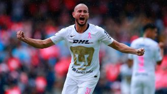 Carlos González festeja gol con Pumas en la J13 del A2018