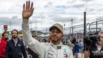 Hamilton  saluda durante el GP de Estados Unidos