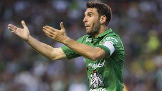 Mauro Boselli reclama en juego de León