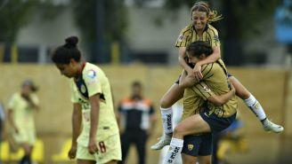 Jugadoras de Pumas festejan gol vs América
