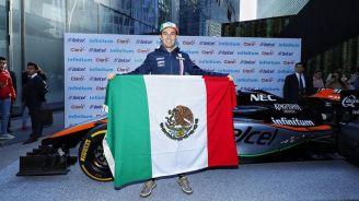 Sergio Pérez durante un evento previo al Gran Premio de México