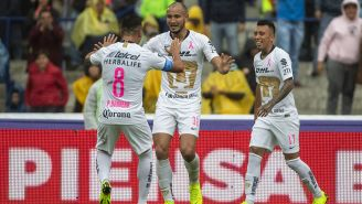 Barrera, González y Rodríguez celebran gol contra Tigres