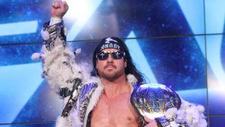 Johnny Impact hace su entrada en Impact Wrestling
