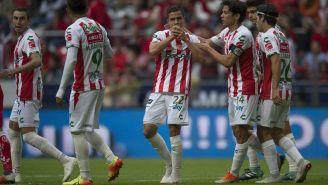 Jugadores de Necaxa celebran anotación contra Toluca