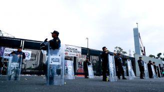 Elementos de seguridad resguardan el Estadio Azteca