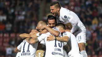 Jugadores de Pumas celebran anotación contra Xolos