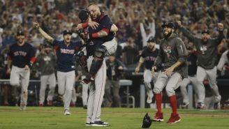 Jugadores de Red Sox celebran el campeonato de la Serie Mundial