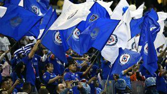 Afición de Cruz Azul durante el partido contra América