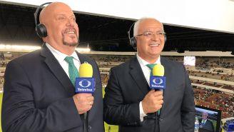 Enrique Bermúdez y Luis Omar Tapia, en una transmisión de Televisa