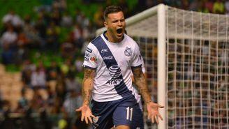 Christian Tabó celebra un gol con Puebla