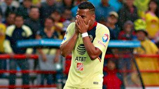 Roger Martínez se lamenta en el terreno de juego