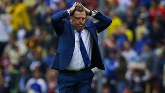 Miguel Herrera se lamenta en un partido del América
