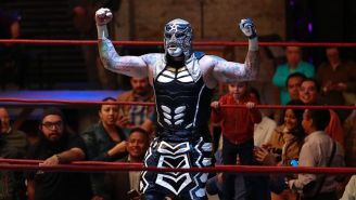 Pentagón Jr. festeja su triunfo sobre Puma King
