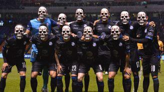 Jugadores de Puebla con calacas