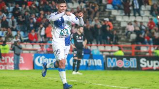 Víctor Guzmán festeja gol contra Necaxa en la J15 del A2018